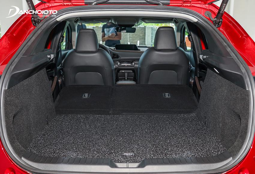 Khoang hành lý Mazda CX-30 2021 có dung tích 430L, có thể gập ghế để tăng thêm diện tích