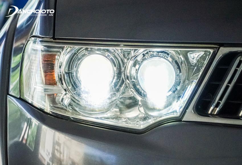 Lắp cảm biến bật đèn cho xe giúp khắc phục được tình trạng người lái quên bật đèn xe khi trời tối hay khi chạy xe vào hầm