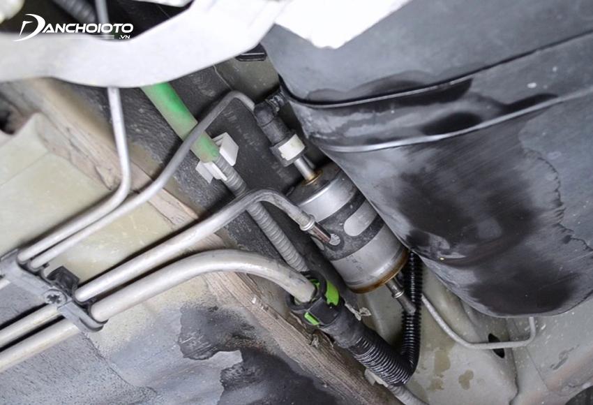 Lọc xăng bị tắc có thể khiến xe hụt hơi