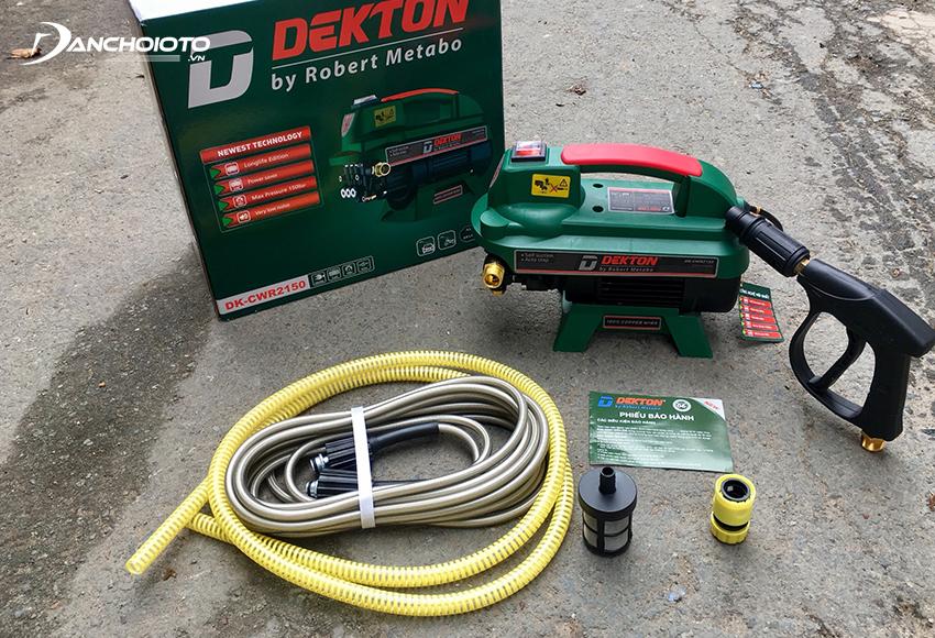 Máy rửa xe Dekton có ưu điểm thiết kế gọn nhẹ, công suất lớn, áp lực mạnh, hoạt động êm