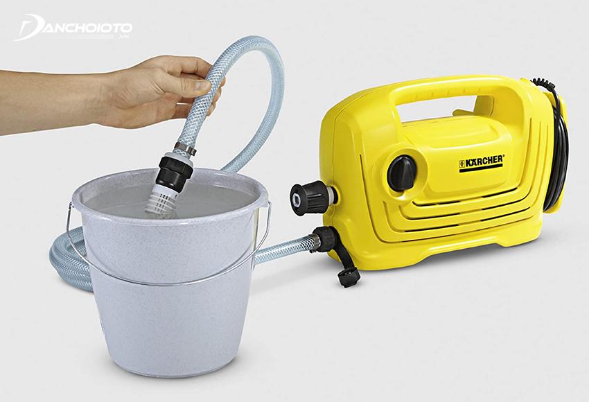 Nên chọn máy rửa xe tự hút nước
