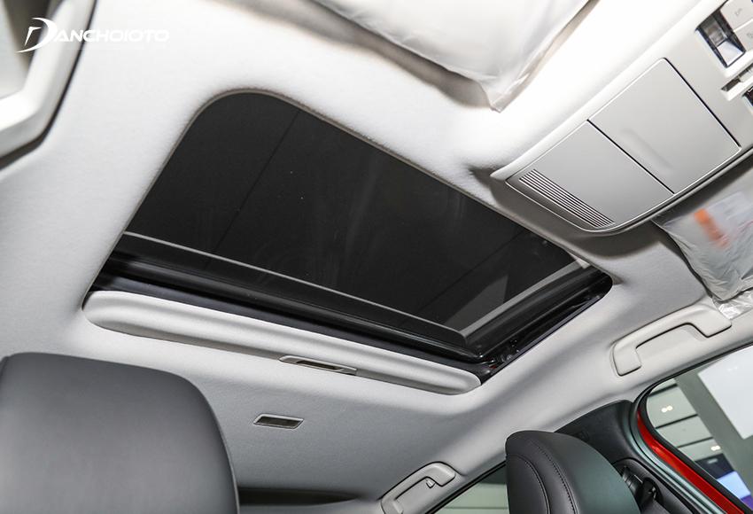 Phiên bản CX-30 Premium 2021 có cửa sổ trời
