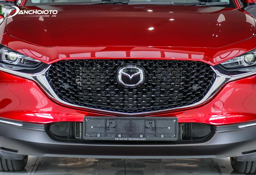 Toàn bộ cản trước của Mazda CX-30 2021 được ốp nhựa đen