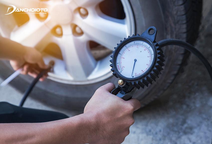 Áp suất lốp ô tô thấp hơn thông số tiêu chuẩn sẽ khiến vô lăng xe nặng hơn