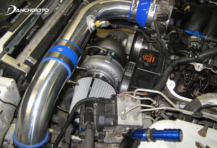 Cảm biến nhiệt độ khí nạp ô tô IAT giúp đo nhiệt độ không khí đi vào động cơ ô tô và truyền tín hiệu về cho ECU
