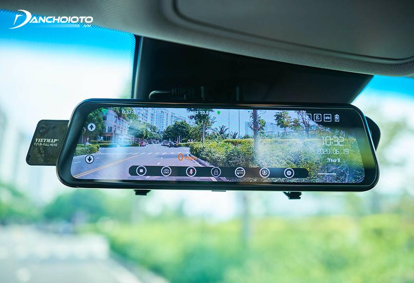 Camera hành trình ô tô giúp ghi và lưu trữ toàn bộ dữ liệu hình ảnh trong suốt hành trình xe di chuyển