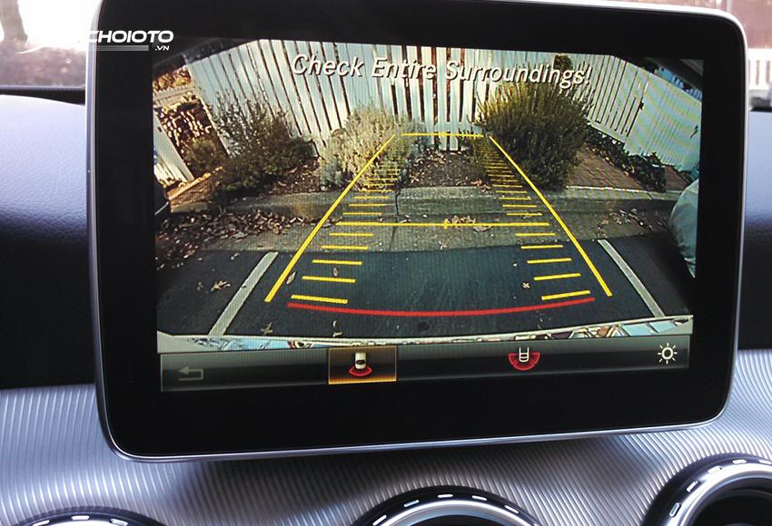 Camera lùi không màn hình sẽ kết nối hiển thị trên màn hình trung tâm
