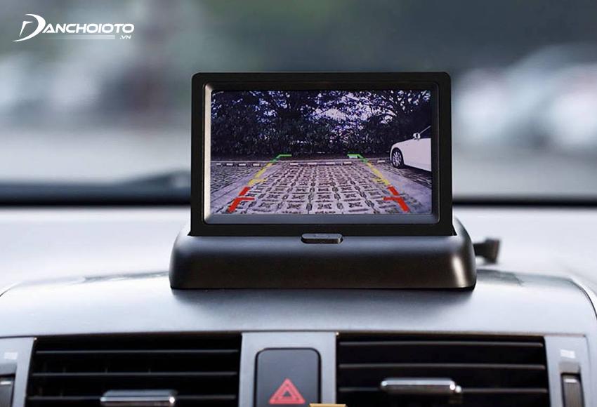 Camera lùi là loại camera lắp phía sau ô tô, giúp cung cấp toàn bộ hình ảnh phía sau đuôi xe