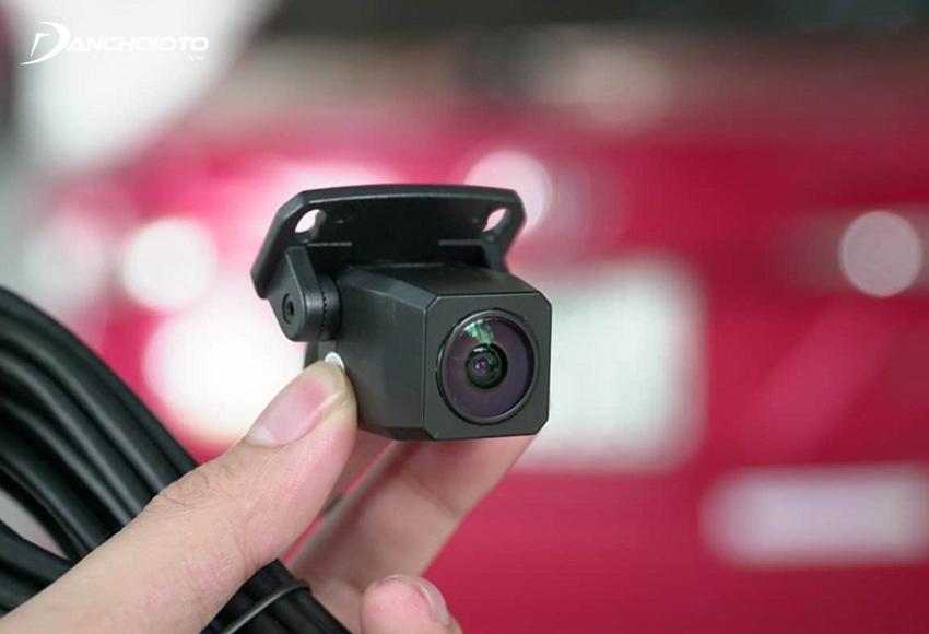 Camera lùi Webvision có ưu điểm chất lượng hình ảnh cao, góc quay rộng, có đèn hồng ngoại