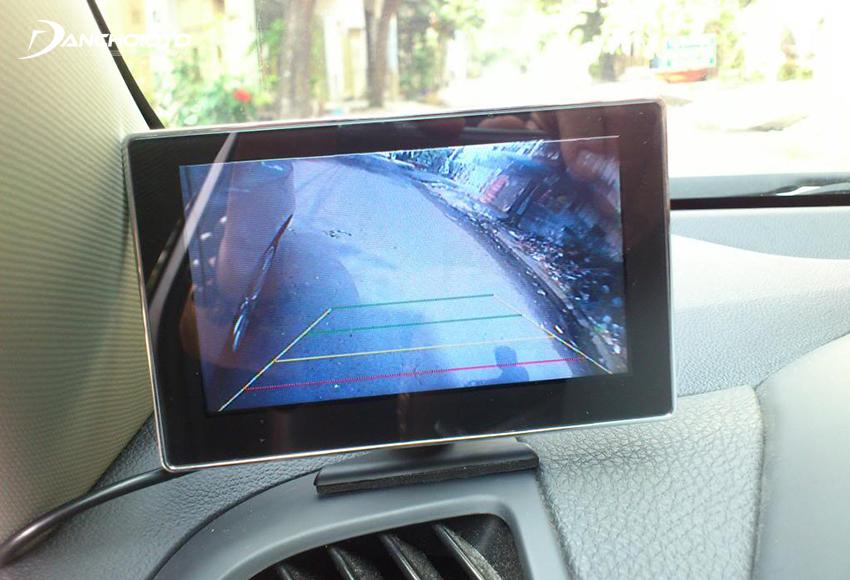 Camera tiến gương phụ cung cấp toàn bộ hình ảnh khu vực bên phải của đầu xe