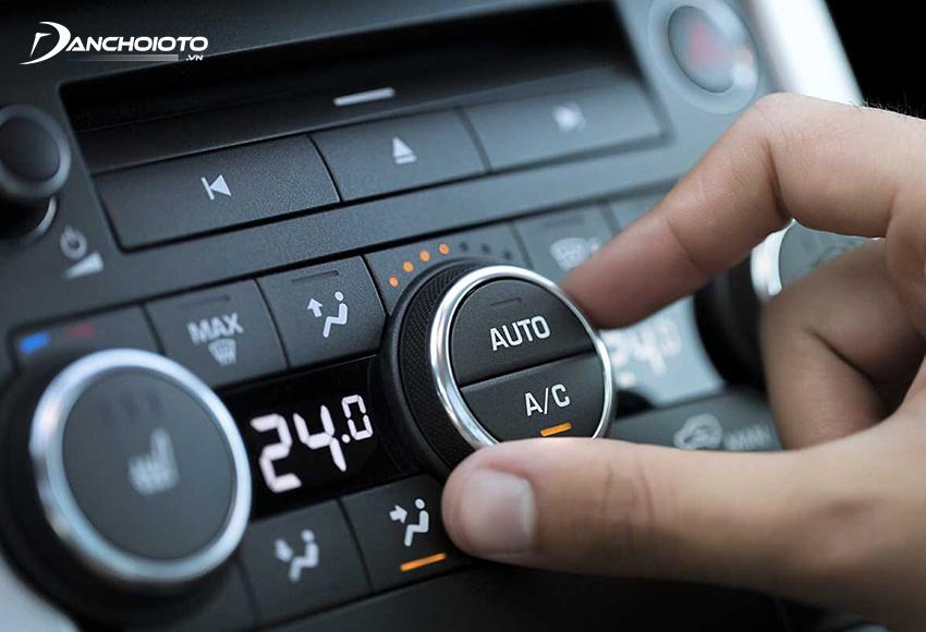 Chỉnh điều hoà để giảm sự chênh lệch nhiệt độ trong và ngoài xe