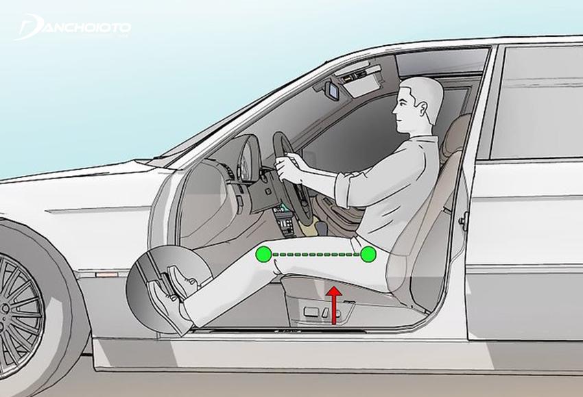Chỉnh tựa lưng ghế lái chuẩn là tựa lưng tạo với đệm ngồi một góc 100 độ