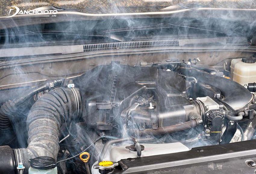 Động cơ quá nhiệt là một trong các nguyên nhân xe bốc cháy