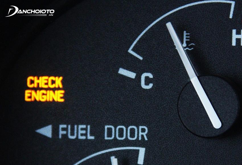 Khi cảm biến lưu lượng không khí nạp ô tô gặp trục trặc, đèn báo Check Engine thường bật sáng