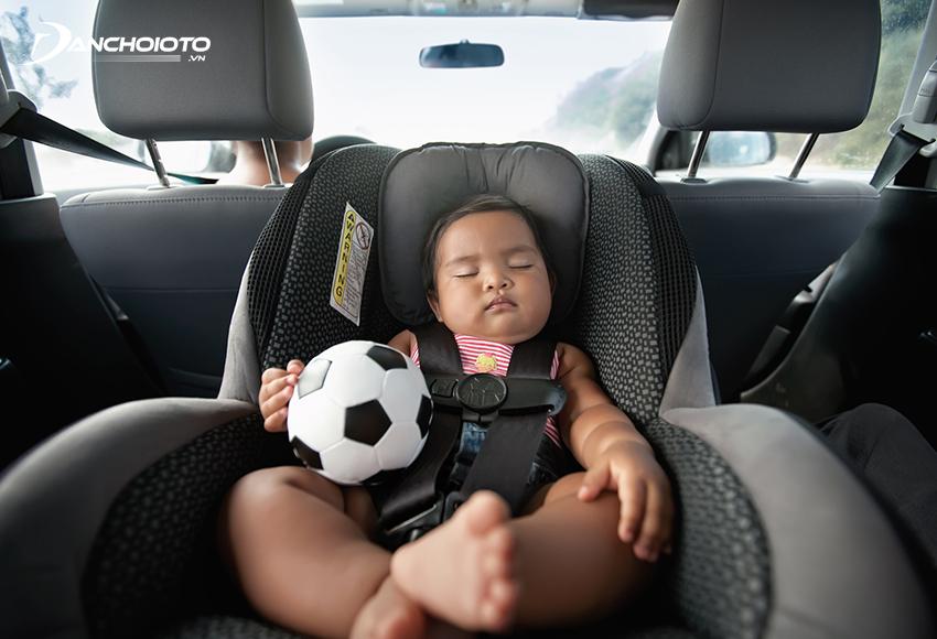 Nếu trẻ ngồi ghế quay lưng hướng mặt về phía sau có thể nâng cao độ an toàn gấp 5 lần
