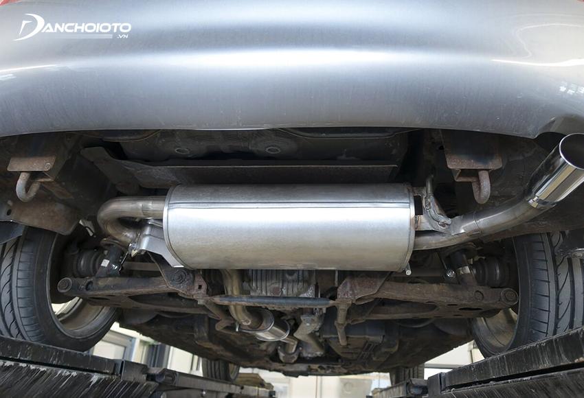 Ống xả ô tô kêu to thường do đường ống bị rò rỉ