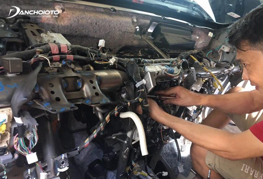 """Tránh """"độ chế"""", lắp thêm các thiết bị điện trên xe ô tô"""
