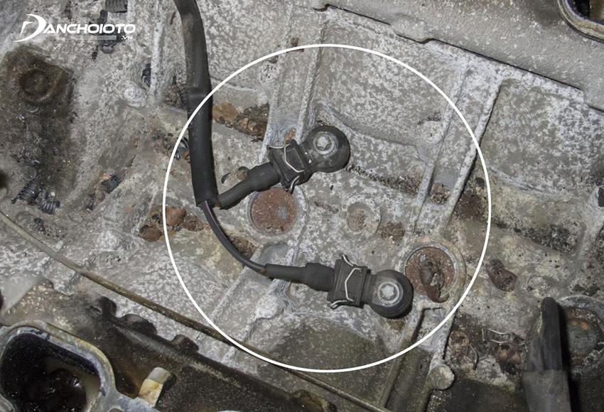 Vị trí cảm biến kích nổ ô tô thường nằm ngay trên thân động cơ