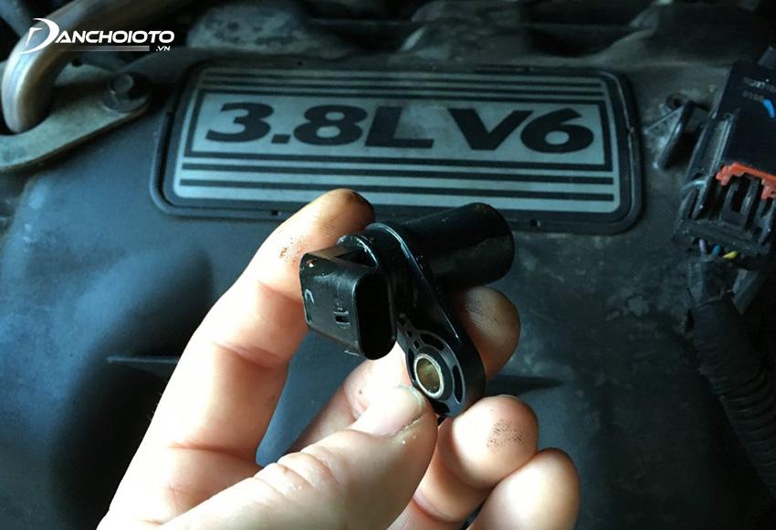 Xe bị bỏ máy, rung giật là một trong các dấu hiệu thường gặp khi xe bị lỗi cảm biến vị trí trục khuỷu