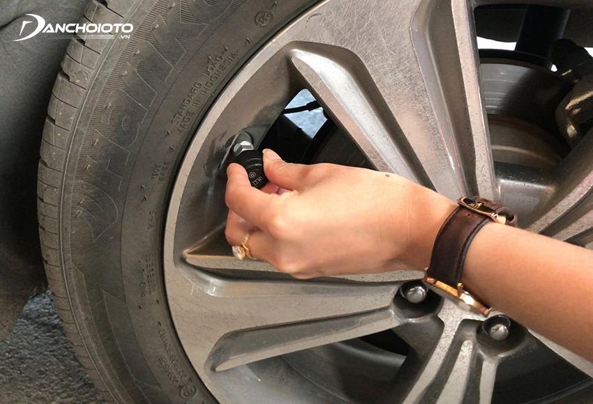 Cảm biến áp suất lốp gắn ngoài lắp trên đầu van lốp xe