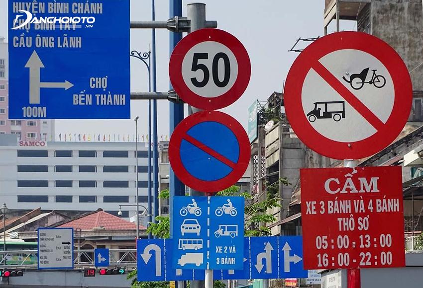Chú ý kỹ các biển báo giao thông