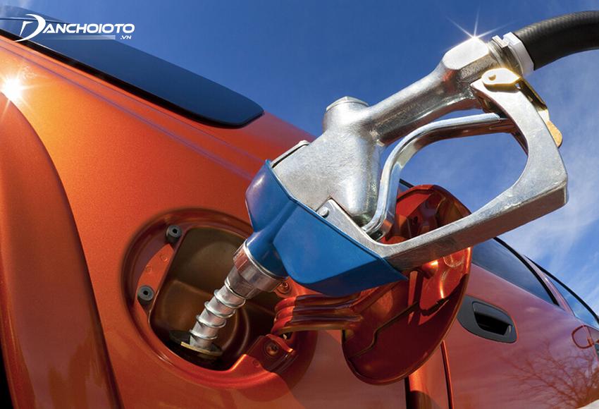 Đổ xăng tránh nắng là điều mới lái xe cần biết khi đưa xe đi đổ xăng