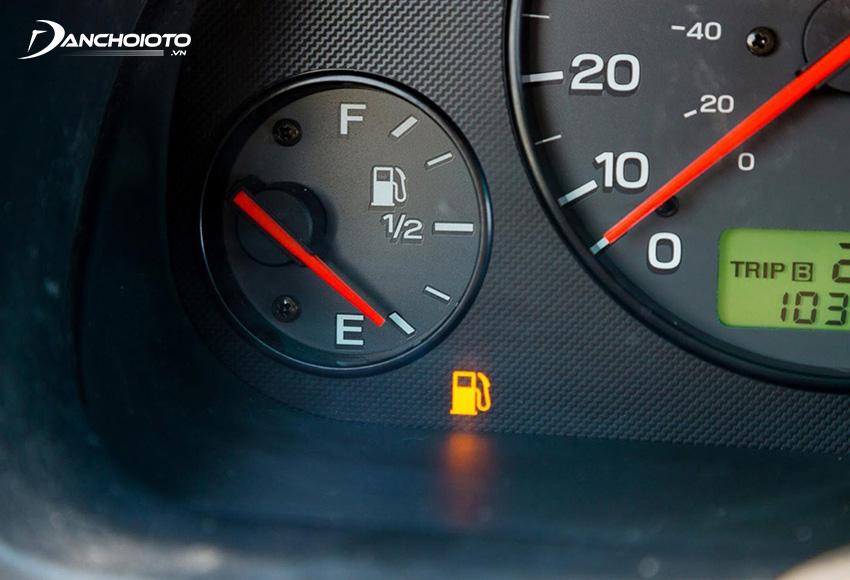 Dù đồng hồ báo hết xăng xe vẫn có thể chạy thêm được một quãng đường nữa