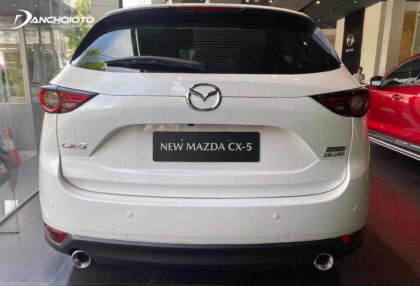 Đuôi xe Mazda CX-5 2021 thu hút với cánh gió thể thao, cặp đèn hậu LED bắt mắt