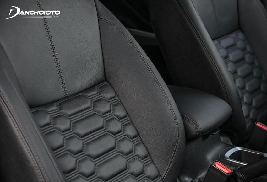 Ghế trước Nissan Navara 2021 được áp dụng thiết kế Zero Gravity hiện đại, ghế lái chỉnh điện 8 hướng
