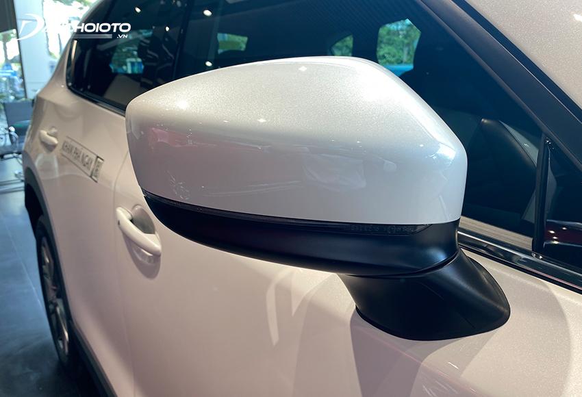 Gương chiếu hậu Mazda CX-5 2021 tích hợp đầy đủ các tính năng