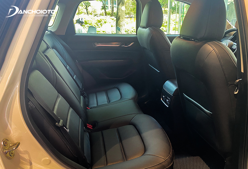 Hàng ghế sau Mazda CX-5 2021 tương đối thoải mái