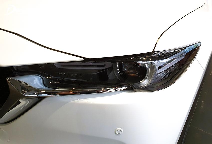 Hệ thống đèn Mazda CX-5 2021 được đánh giá cao với cụm đèn trước LED, kết hợp dải đèn ngày LED đẹp mắt