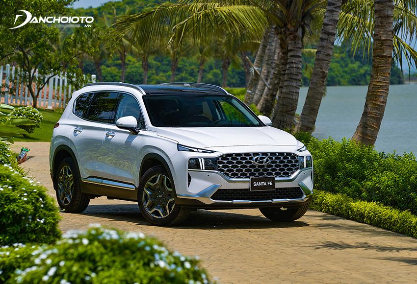 Hyundai SantaFe có thế mạnh về nội thất rộng rãi