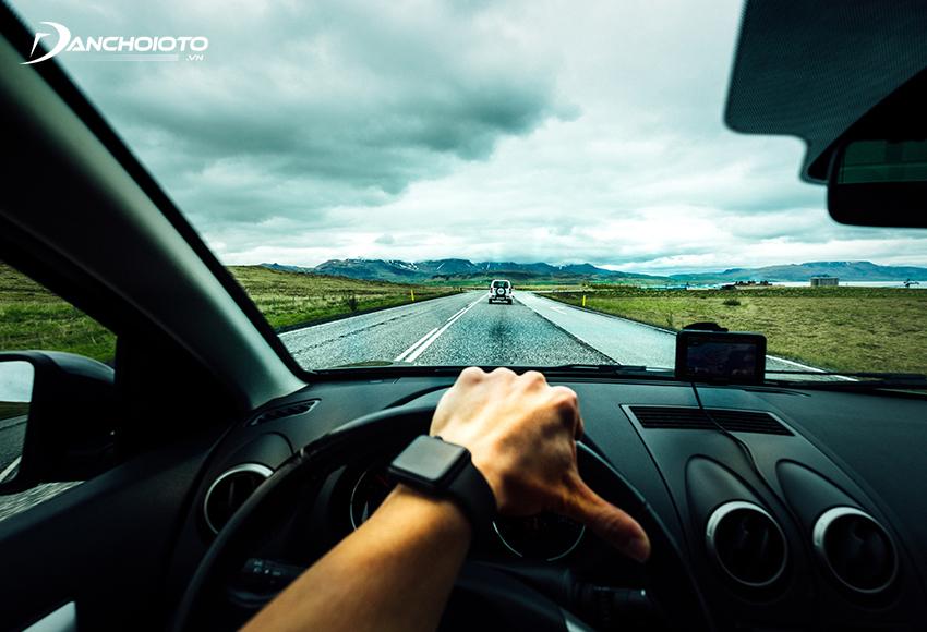 Kỹ thuật lái xe ô tô tiết kiệm xăng hiệu quả nhất là chính là lái xe ổn định, giữ đều ga