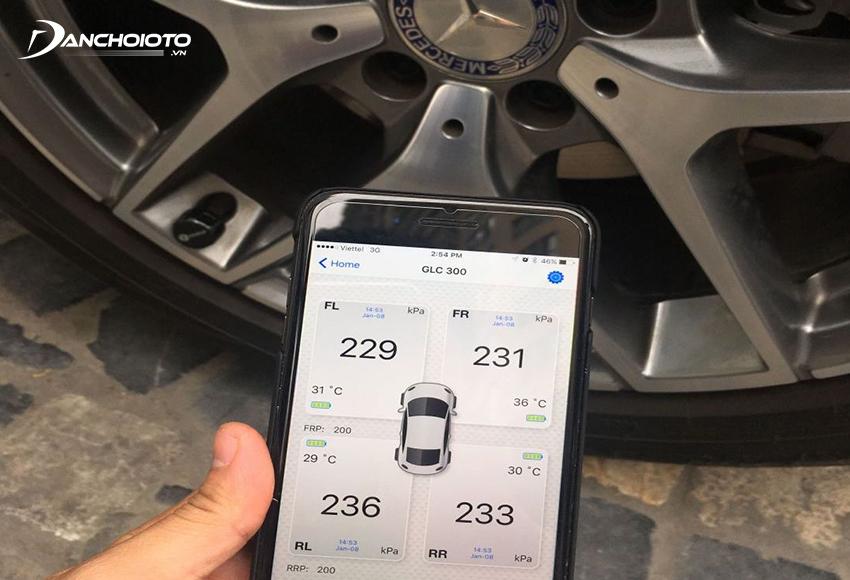 Lắp cảm biến áp suất lốp ô tô giúp bơm lốp đúng thời điểm, kéo dài tuổi thọ, tránh hao phí nhiên liệu