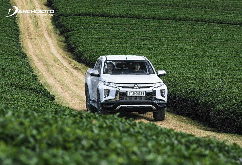 Mitsubishi Triton được đánh giá cao với hệ thống dẫn động Super Sellect 4WD-II mới hiện đại