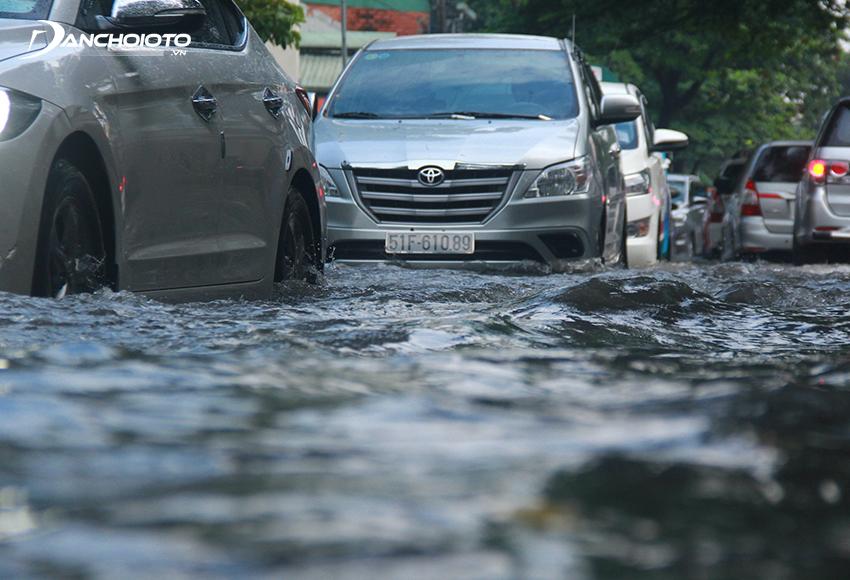 Mỗi dòng xe ô tô có khả năng lội nước, đi đường ngập nước khác nhau
