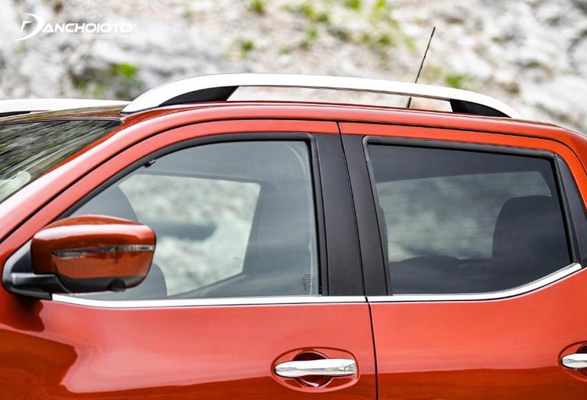 Nissan Navara 2021 có cửa kính chống ồn, tính năng mở cửa rảnh tay…