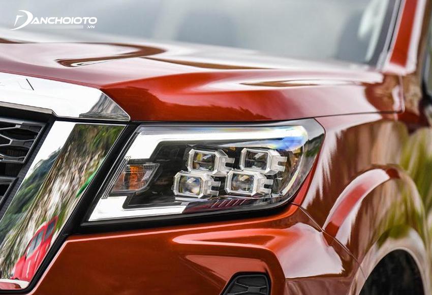 Nissan Navara 2021 được trang bị đèn Bi-LED thiết kế rất hiện đại và đẹp mắt
