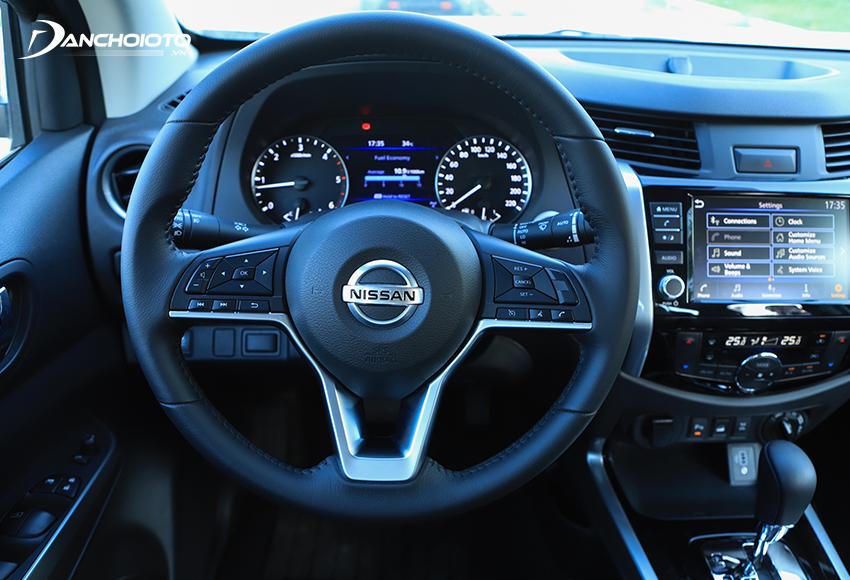Nissan Navara 2021 sử dụng vô lăng hoàn toàn mới hiện đại và thể thao hơn