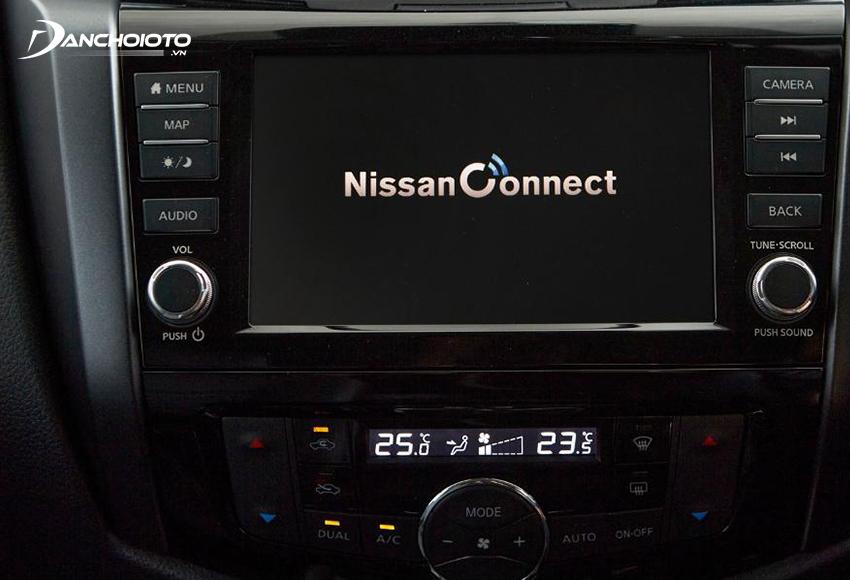Nissan Navara 2021 vẫn dùng màn hình trung tâm 8 inch kiểu đặt chìm trong taplo