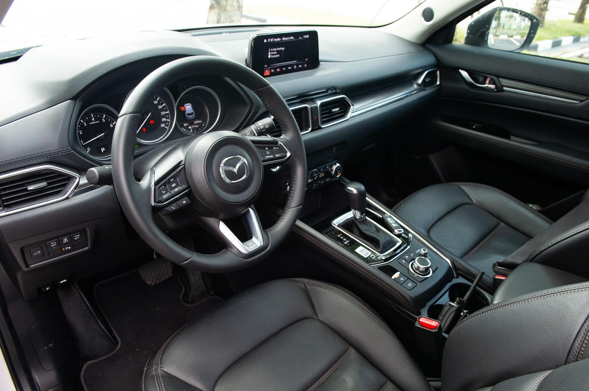 Nội thất Mazda CX-5 2021 mang phong cách tối giản hiện đại, sang trọng