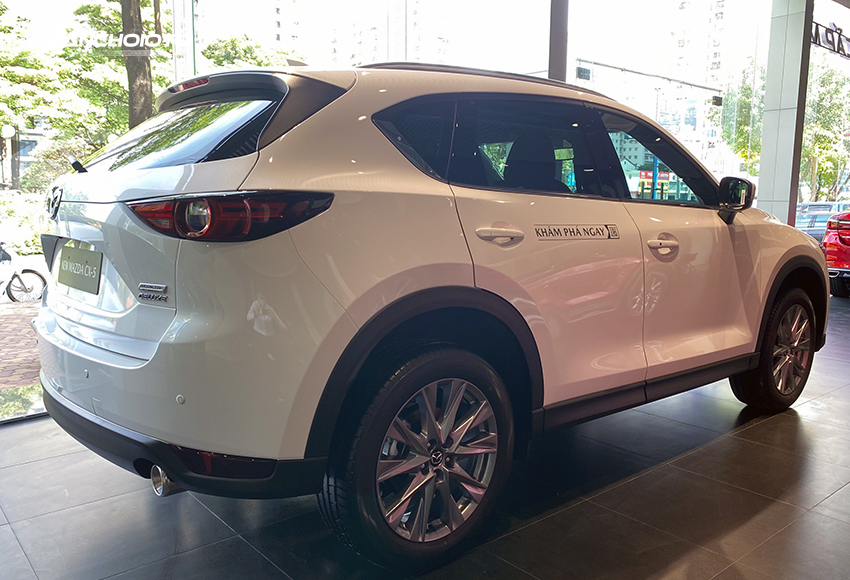 Thân xe Mazda CX-5 2021 vẫn là sự kết hợp giữa vẻ mềm mại và chất mạnh mẽ thể thao