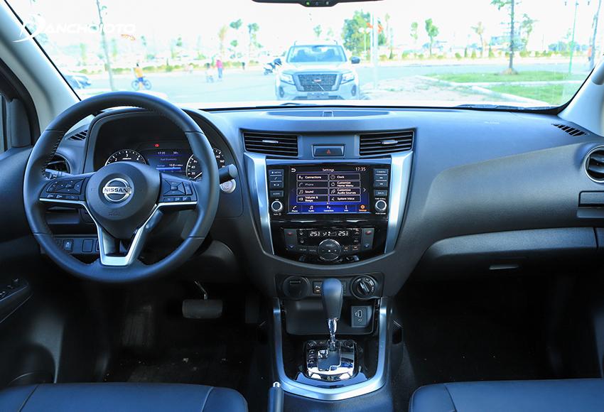 Thiết kế nội thất Nissan Navara 2021 vẫn khá đơn điệu và thực dụng