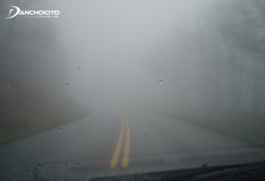 Trời sương mù sẽ khiến tầm nhìn người lái bị hạn chế