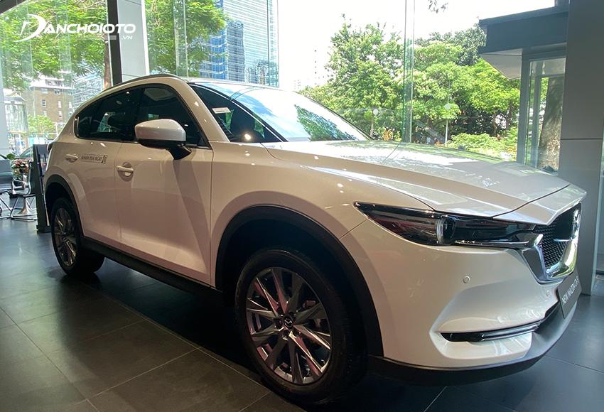 """Với triết lý """"Less is more – càng đơn giản càng đẹp"""" được vận dụng một cách sâu sắc, Mazda CX-5 2021 liền lạc, gãy gọn và tinh tế hơn"""