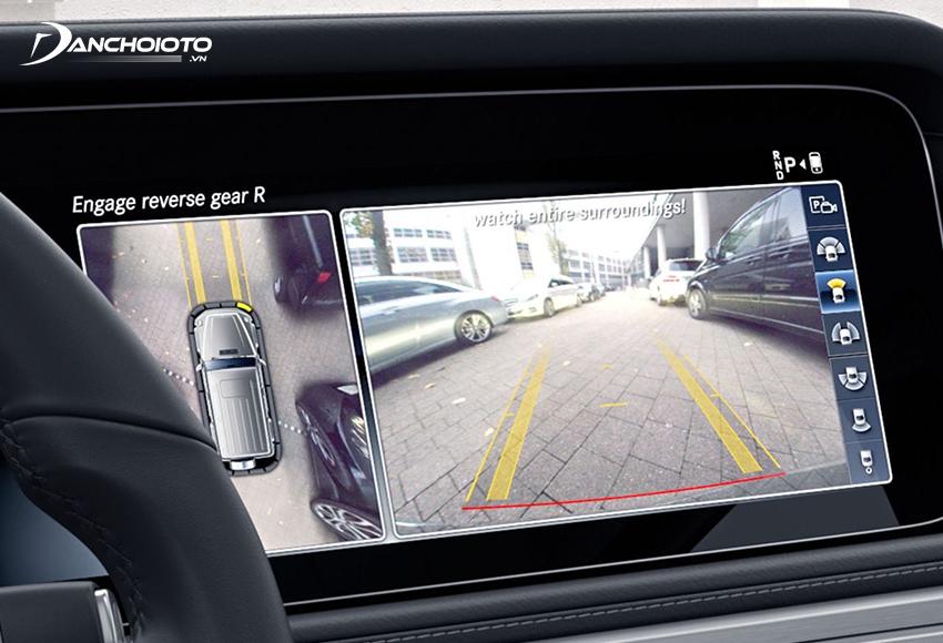 Camera ô tô được đánh giá là một trong các cách khắc phục điểm mù ô tô hiệu quả nhất