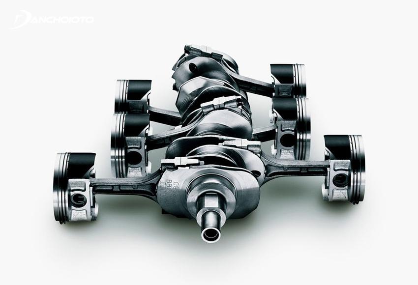 Do có kết cấu nằm ngang đối xứng nên khi động cơ Boxer hoạt động, hai dãy piston sẽ tạo ra lực dao động ngược chiều nhau từ đó tự triệt tiêu nhau
