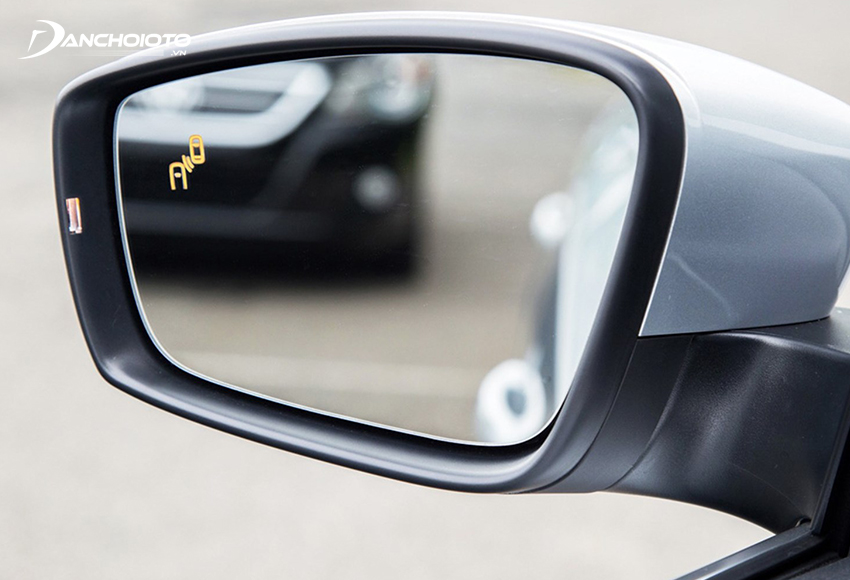 Hệ thống cảnh báo điểm mù ô tô là cách khắc phục điểm mù hiện đại nhất