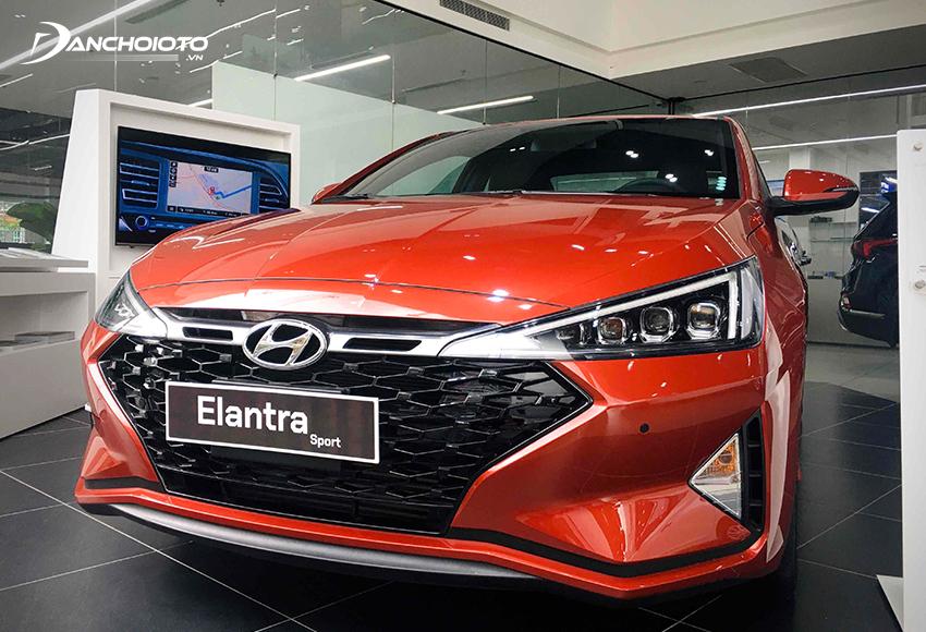 Hyundai Elantra đặc biệt phù hợp với những người mua xe giá khoảng 600 triệu chú trọng nhiều đến tiện nghi, công nghệ